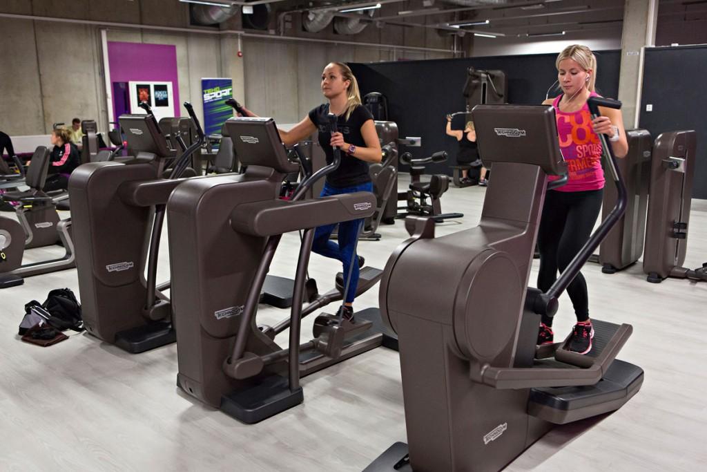Liikuntakeskus Voitossa on muun muassa crosstrainereita.